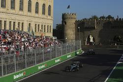 Valtteri Bottas, Mercedes AMG F1 W08, Pascal Wehrlein, Sauber C36-Ferrari