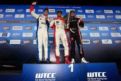 Trophy Podyum: Yarış galibi Mehdi Bennani, Sébastien Loeb Racing, Citroën C-Elysée WTCC, 2. Tom Chil