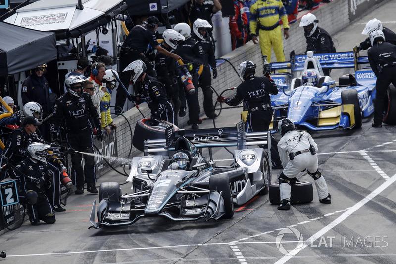Josef Newgarden, Team Penske, Chevrolet; Scott Dixon, Chip Ganassi Racing, Honda