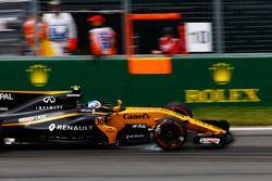 Jolyon Palmer, Renault Sport F1 Team RS17, bloque une roue