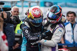 Sébastien Buemi, Renault e.Dams, est félicité par Jose Maria Lopez, DS Virgin Racing