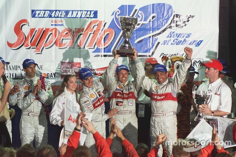 Podio: i vincitori Laurent Aiello, Rinaldo Capello, Michele Alboreto, Joest Racing Audi R8
