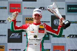 Race winnaar Maximilian Günther, Prema Powerteam Dallara F317 - Mercedes-Benz