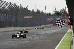 Zieflagge für für Kim-Luis Schramm, US Racing