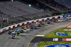 Kyle Busch, Joe Gibbs Racing Toyota und Brennan Poole, Chip Ganassi Racing Chevrolet