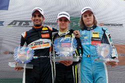 Podium de novatos: Ganador, Lando Norris, Carlin Dallara F317 - Volkswagen, segundo, Jehan Daruvala,