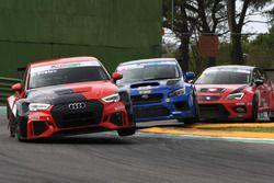 Plamen Kralev, Kraf Racing, Audi RS3 LMS-TCR precede Stefano Comini, Subaru STI TCR