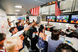 McLaren sigue las 500 millas de Indianápolis