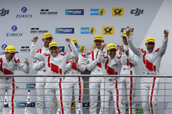 Podium: winnaars #29 Audi Sport Team Land-Motorsport, Audi R8 LMS: Christopher Mies, Connor De Phill