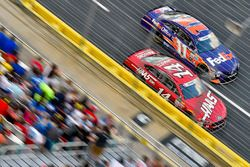 Clint Bowyer, Stewart-Haas Racing, Ford; Denny Hamlin, Joe Gibbs Racing, Toyota