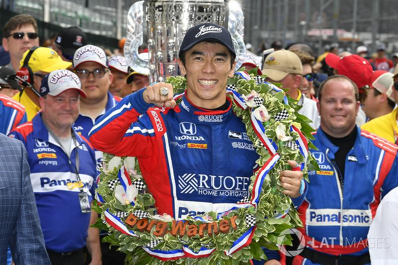 Takuma Sato, Michael Andretti, Andretti Autosport team owner Autosport Honda celebrates the win in Victory Lane with Indy 500 ring