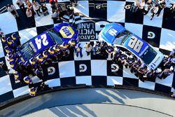 Pole Position für Chase Elliott, Hendrick Motorsports, Chevrolet; 2. Dale Earnhardt Jr., Hendrick Mo