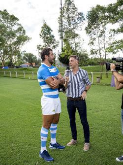 Rugby-Spieler Juan Manuel Leguizamón im Gespräch mit der Presse