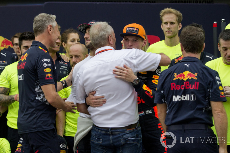 Race winner Max Verstappen, Red Bull Racing celebrates, Christian Horner, Red Bull Racing Team Principal, Dr Helmut Marko, Red Bull Motorsport Consultant and the team