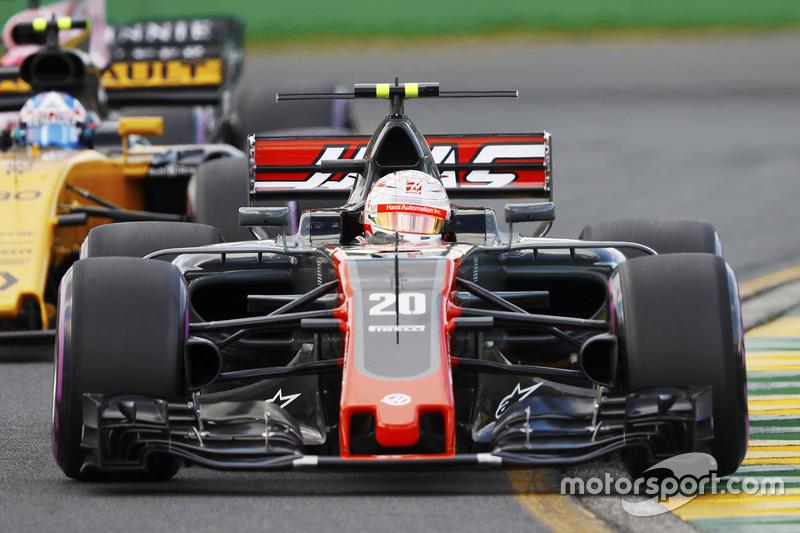 Kevin Magnussen, Haas F1 Team, VF-17; Jolyon Palmer, Renault Sport F1 Team, RS17