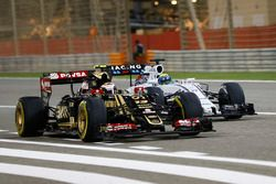 Pastor Maldonado, Lotus E23, battles with Felipe Massa, Williams FW37