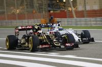 Pastor Maldonado, Lotus E23, battles with Felipe Massa, Williams FW37