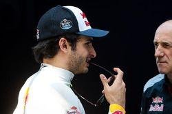 (L to R): Carlos Sainz Jr., Scuderia Toro Rosso with Franz Tost, Scuderia Toro Rosso Team Principal