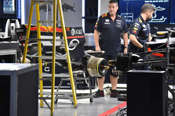 Red Bull mechanics at work on Max Verstappen, Red Bull Racing RB13