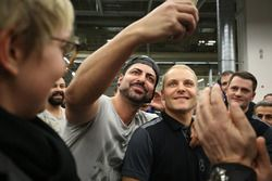 Valtteri Bottas, Mercedes AMG F1 with Mercedes-Benz employees