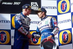 Podium: Racewinnaar Jacques Villeneuve, Williams en Heinz-Harald Frentzen, Williams