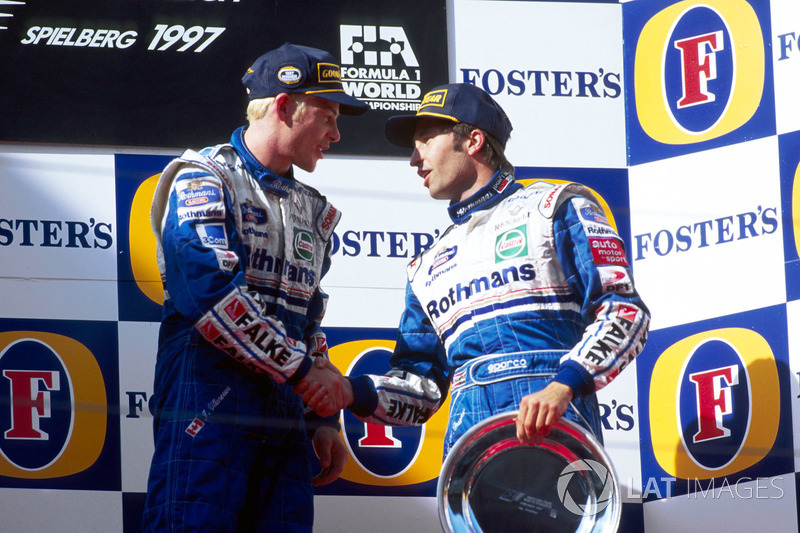 Podium : le vainqueur Jacques Villeneuve, Williams et Heinz-Harald Frentzen, Williams