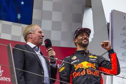 Podio: il terzo classificato Daniel Ricciardo, Red Bull Racing, Martin Brundle, Sky TV
