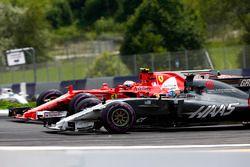 Kimi Raikkonen, Ferrari SF70H, battles Romain Grosjean, Haas F1 Team VF-17. Felipe Massa, Williams F