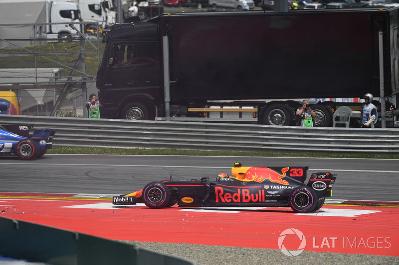 Max Verstappen, Red Bull Racing RB13 dopo un contatto
