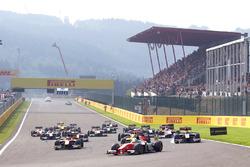 Sergio Sette Camara, MP Motorsport leads the field into turn one