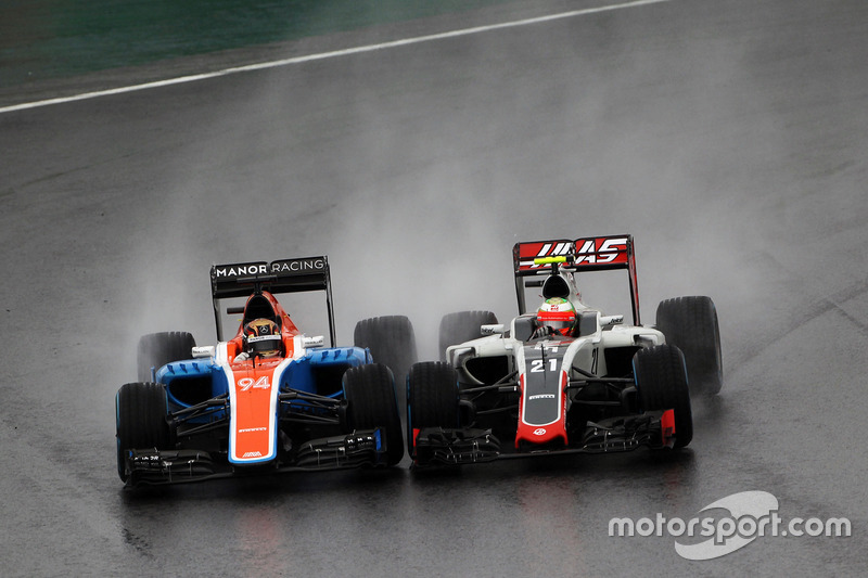 Pascal Wehrlein, Manor Racing MRT05 y Esteban Gutierrez, Haas F1 Team VF-16