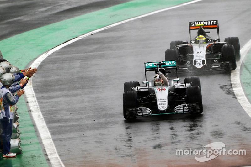 Ganador, Lewis Hamilton, Mercedes AMG F1 W07 Hybrid celebra
