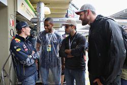 Max Verstappen, Red Bull Racing rencontre Ricardo Lucarelli, Bruno Schmidt et Alison Cerutti, de l'équipe olympique brésilienne de volley