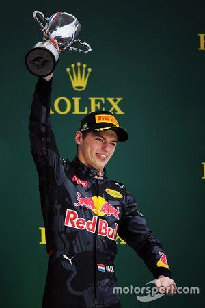 Max Verstappen, Red Bull Racing, célèbre sa troisième place sur le podium