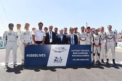 Foto de pilotos de LMP1, Mark Webber, Chase Carey, FOM CEO, Jean Todt, Presidente FIA, Pierre Fillon