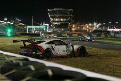 Авария: №92 Porsche Team Porsche 911 RSR: Микаэль Кристенсен, Кевин Эстре, Дирк Вернер