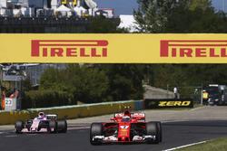 Kimi Raikkonen, Ferrari SF70H, Sergio Pérez, Sahara Force India F1 VJM10
