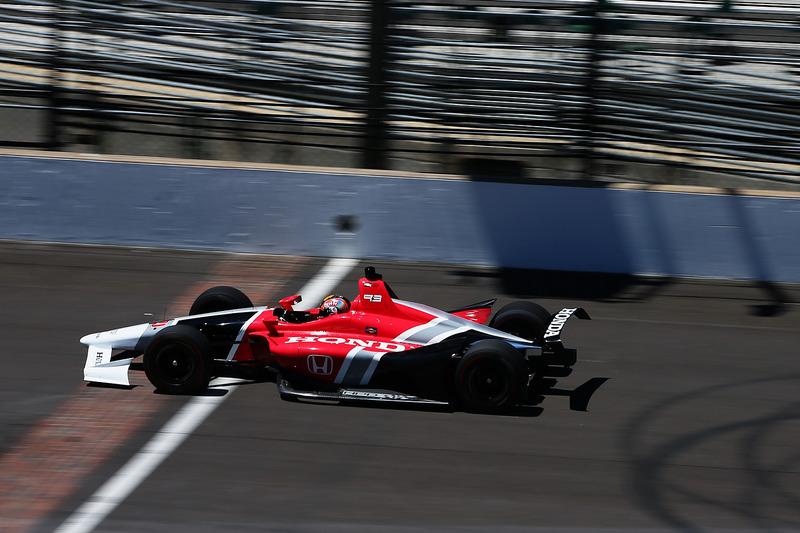 Оріол Сервія випробовує машину IndyCar 2018 року з двигуном Honda