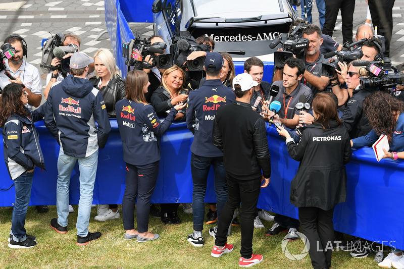 Daniil Kvyat, Scuderia Toro Rosso, Daniel Ricciardo, Red Bull Racing and Lewis Hamilton, Mercedes AMG F1 talk, the media