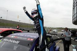 Le vainqueur Gianni Morbidelli, West Coast Racing, Volkswagen Golf GTi TCR