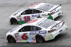 Trevor Bayne, Roush Fenway Racing, Ford; Danica Patrick, Stewart-Haas Racing, Ford
