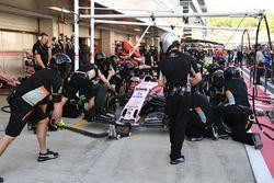 Sahara Force India mecánicos hacen un pitstop de práctica