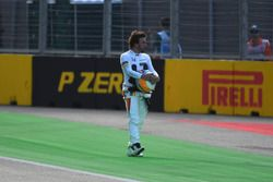 Fernando Alonso, McLaren stopped on track in FP2