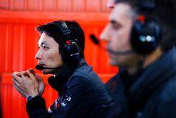 McLaren Honda engineers at work