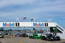 IMSA-Autos in der Boxengasse von Sebring