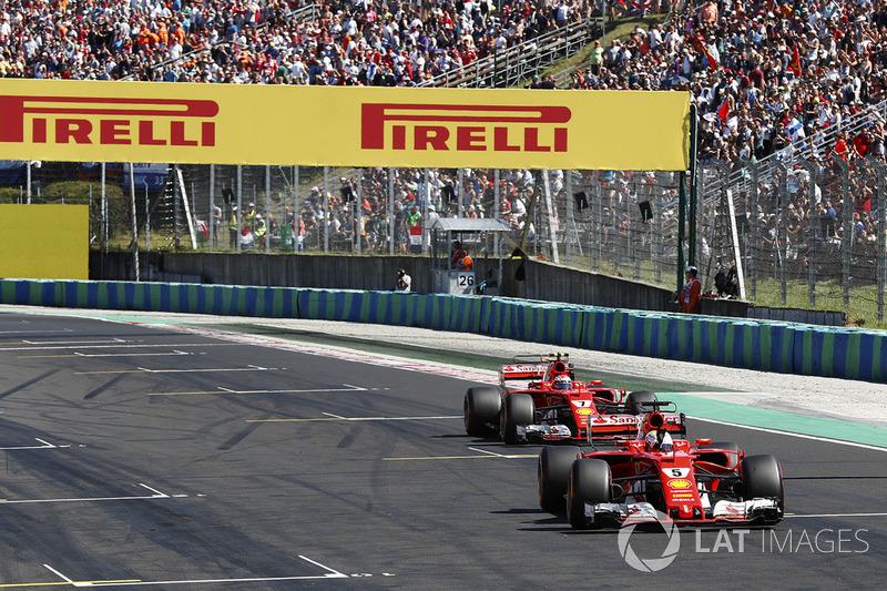 Sebastian Vettel, Ferrari SF70H, davanti a Kimi Raikkonen, Ferrari SF70H