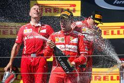Podyum: Yarış galibi Sebastian Vettel, Ferrari, 2. Kimi Raikkonen, Ferrari, Ferrari, Jock Clear, Fer