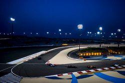 Fernando Alonso, McLaren MCL32, Kevin Magnussen, Haas F1 Team VF-17, Pascal Wehrlein, Sauber C36-Fer