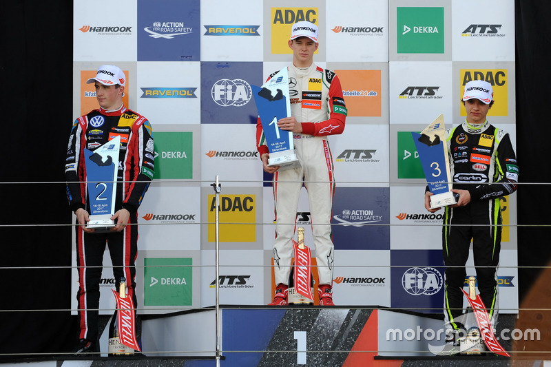 Podium: winnaar Callum Ilott, Prema Powerteam, Dallara F317 - Mercedes-Benz, tweede Joel Eriksson, M