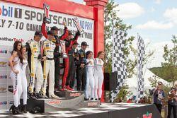 Podium: ganadores #31 Action Express Racing Corvette DP: Eric Curran, Dane Cameron, segundos #5 Acti